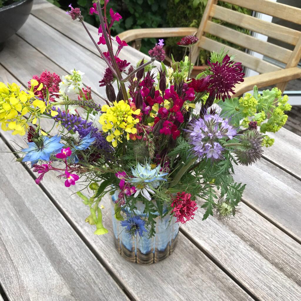 plukbloemen in vaas